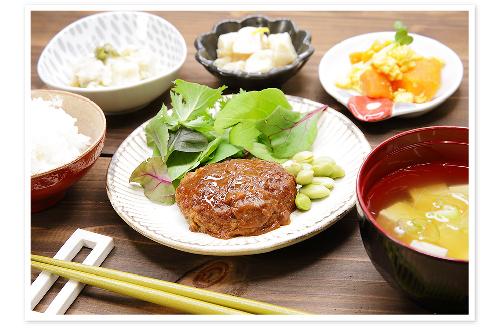 ヘルシーな食事(ハンバーグ定食)